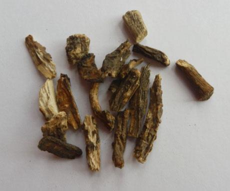 Измельченные засушенные корневища с корнем дудника (дягиля) лекарственного